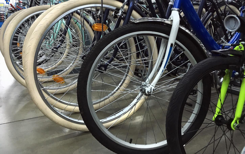 Rijtje met fietsen